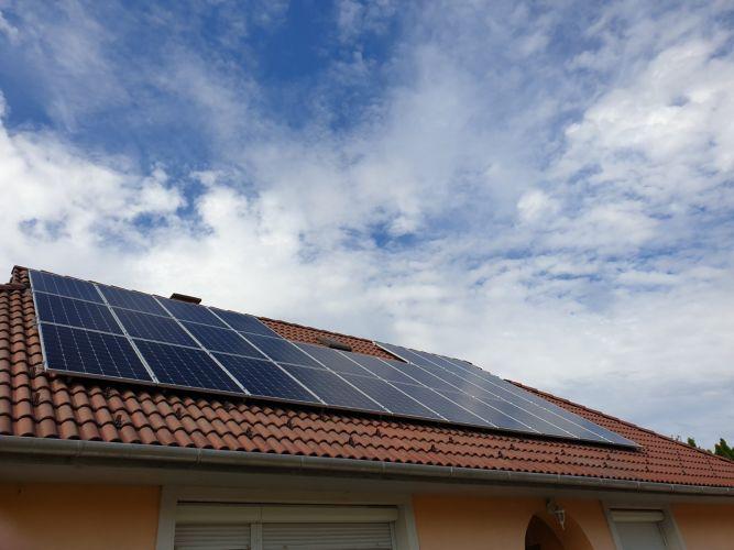 8,1 kWp Sharp napelemes rendszer Fronius inverterrel, Magyaralmás